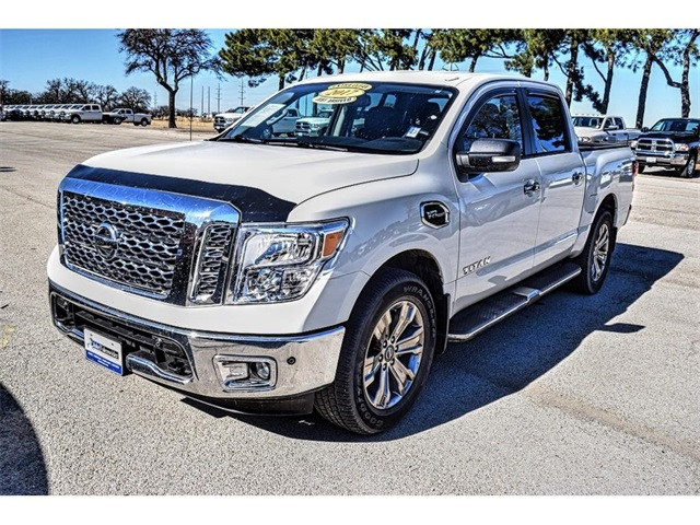 Pre Owned 2017 Nissan Titan Sv 4d Crew Cab In Beeville R08216b
